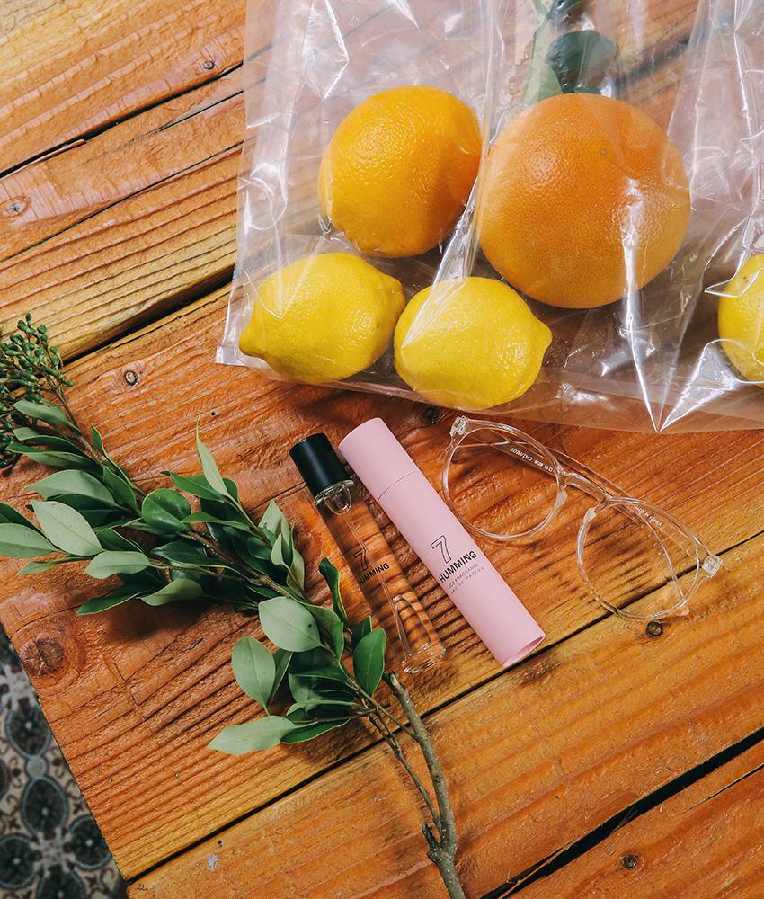 清香型&果香型: 薰衣草、丁香、石竹等,具有春天剛萌芽的嫩枝綠葉和青草的香氣,給人以年輕的感覺;檸檬、桔橙、鳳梨等果香型,給人相對較成熟的感覺~