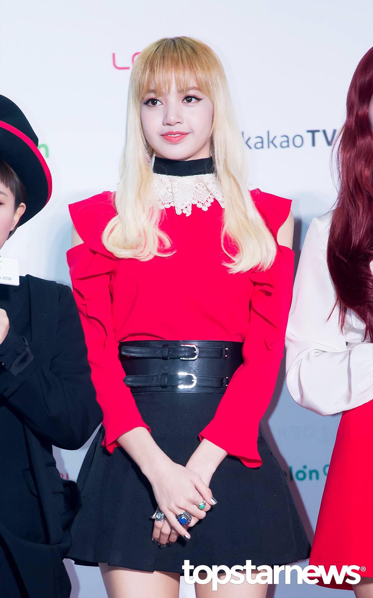 BLACKPINK  Lisa 也是從小就開始跳舞的BLACKPINK  Lisa! Lisa跳舞的時候真的超有魅力的!!雖然身材纖瘦,但舞蹈動作可是非常有力,每次看到Lisa視線都會被她拉過去啊><