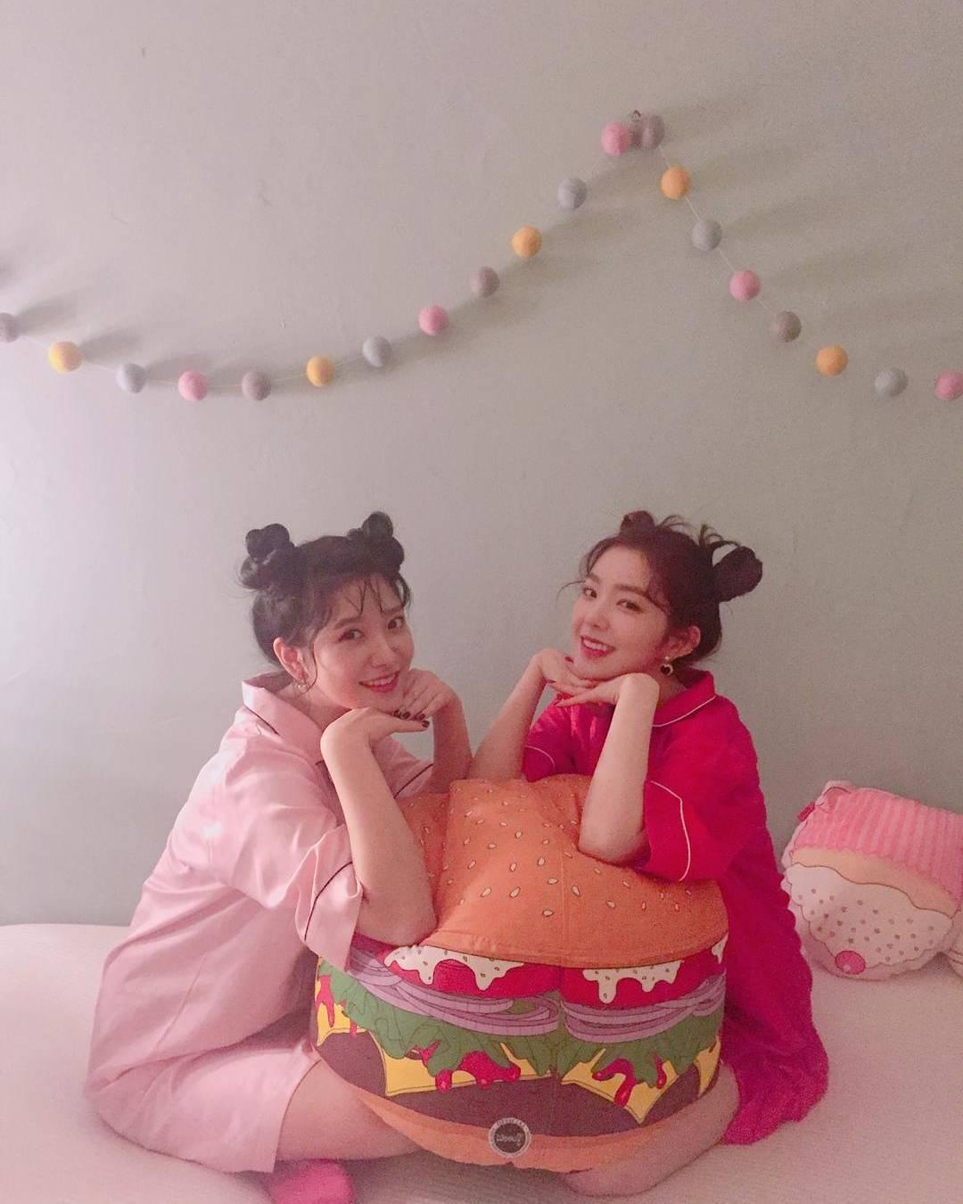 Red Velvet Yeri Yeri真的超級適合羊角頭!超級可愛的!! 不過 Irene完全看不出來跟Yeri差8歲呢~ 畫面真是太美好了~