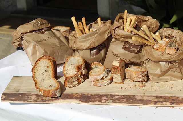 在1995年神戶大地震發生後  PAN AKIMOTO曾送2000個麵包給災區居民