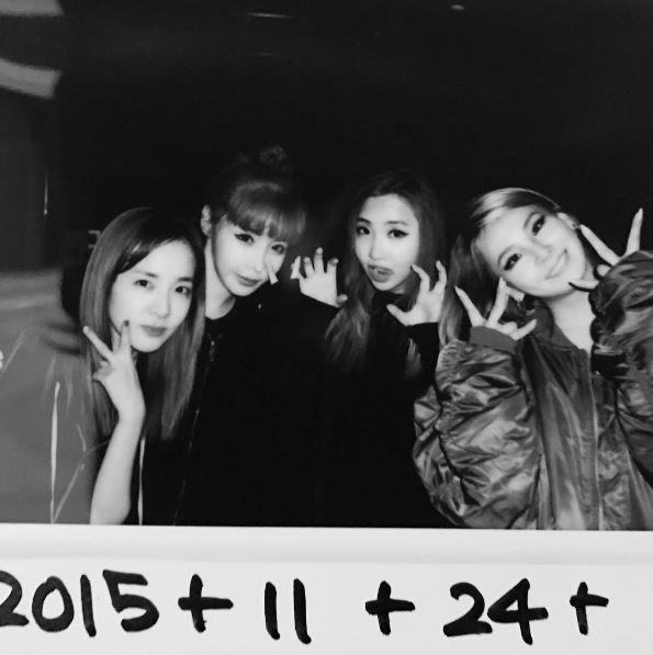 雖然不能看到4人合體讓活動,但是她們感情依舊的原因是IG上沒有追蹤任何人的CL,竟然按了Minzy獨自活動的照片讚,讓不少粉絲感動說CL一定有在默默關心Minzy的動態 8ㅅ8