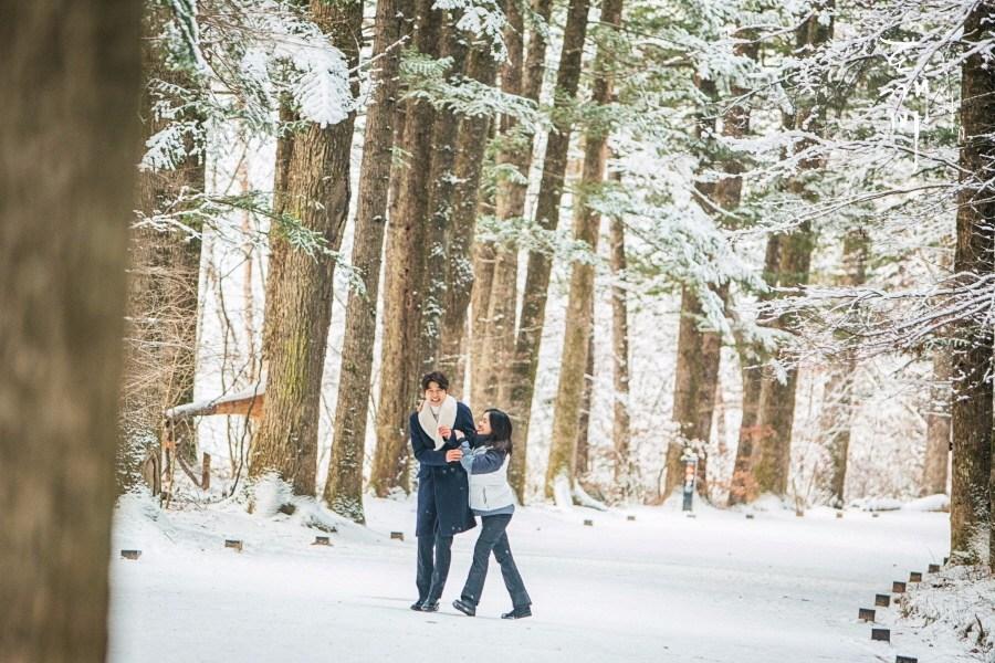 ♯ 月精寺 听晫問鬼怪是不是愛她,就是在這裡取景的哦!月精寺是韓國首屈一指的佛教聖地,是韓國十大名剎之一。與其他寺廟不同的是,走進月精寺需要走1公里的冷杉林路才可到達,這裡也被譽為「韓國最美林蔭路」。最美的時節就是冬天,厚厚的積雪壓在樹榦上,彷彿誤入了精靈居住的森林。 地址:江原道平昌郡珍富面五台山路374-8         강원도 평창군 진부면 오대산로374-8