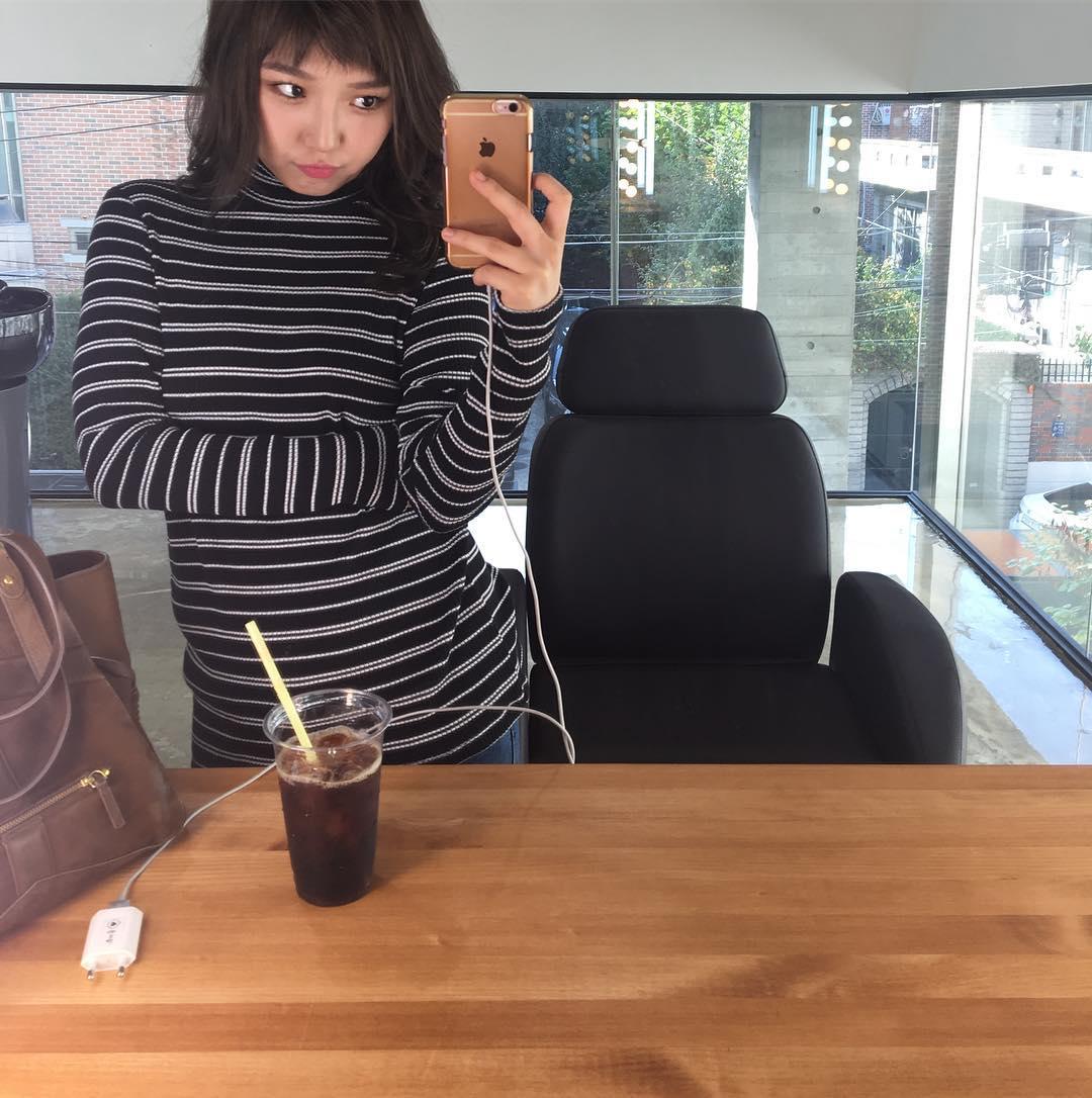 Min也是在JYP裡當了七年的練習生,和同一梯的趙權兩人感情非常好,兩人都會互相加油打氣~