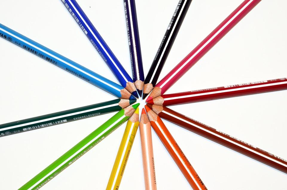 就是以心理學角度而衍生的「顏色減肥法」!原理就是大腦對各種顏色的解讀會產生不同的心理變化,進而刺激人體的反應。