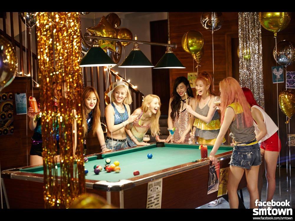 韓國不僅偶像團體競爭激烈,一年平均出道50組男女團體,能留存下來超過3年還大紅的團體每年幾乎不超過5支。特別女團大勢變換速度之快,更是讓不少粉絲想來就傷心…而今年不僅少女時代要在迎接出道10週年之際,要再度考慮與SM的續約