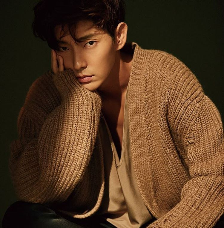 想不到準基歐巴也是釜山人,可能是外表太秀氣了吧,但準基歐巴在韓劇< 月之戀人-步步驚心:麗 >中飾演四爺的角色也是很霸氣的~
