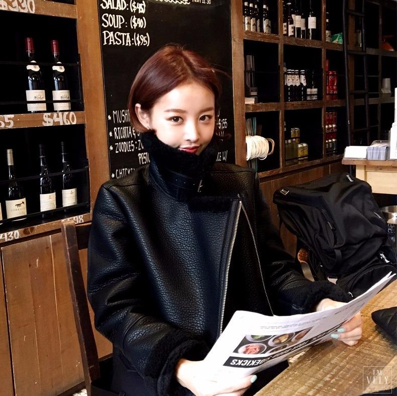 ◆中分短髮-jihyun 韓國網拍Imvely的模特兒jihyun,短髮造型真的非常值得女孩們試試看!像是這款中分的造型,在髮尾做個內彎,就可以打造出自然、又能夠突顯五官的短髮造型啦!