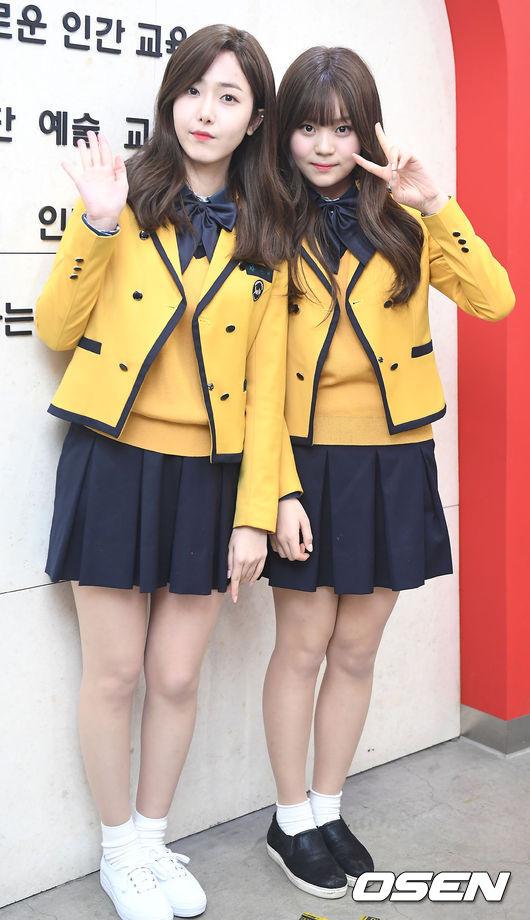 由於GFRIEND的風格走的是清新學生路線,所以穿上校服的SinB、Umji沒有怎麼變耶!