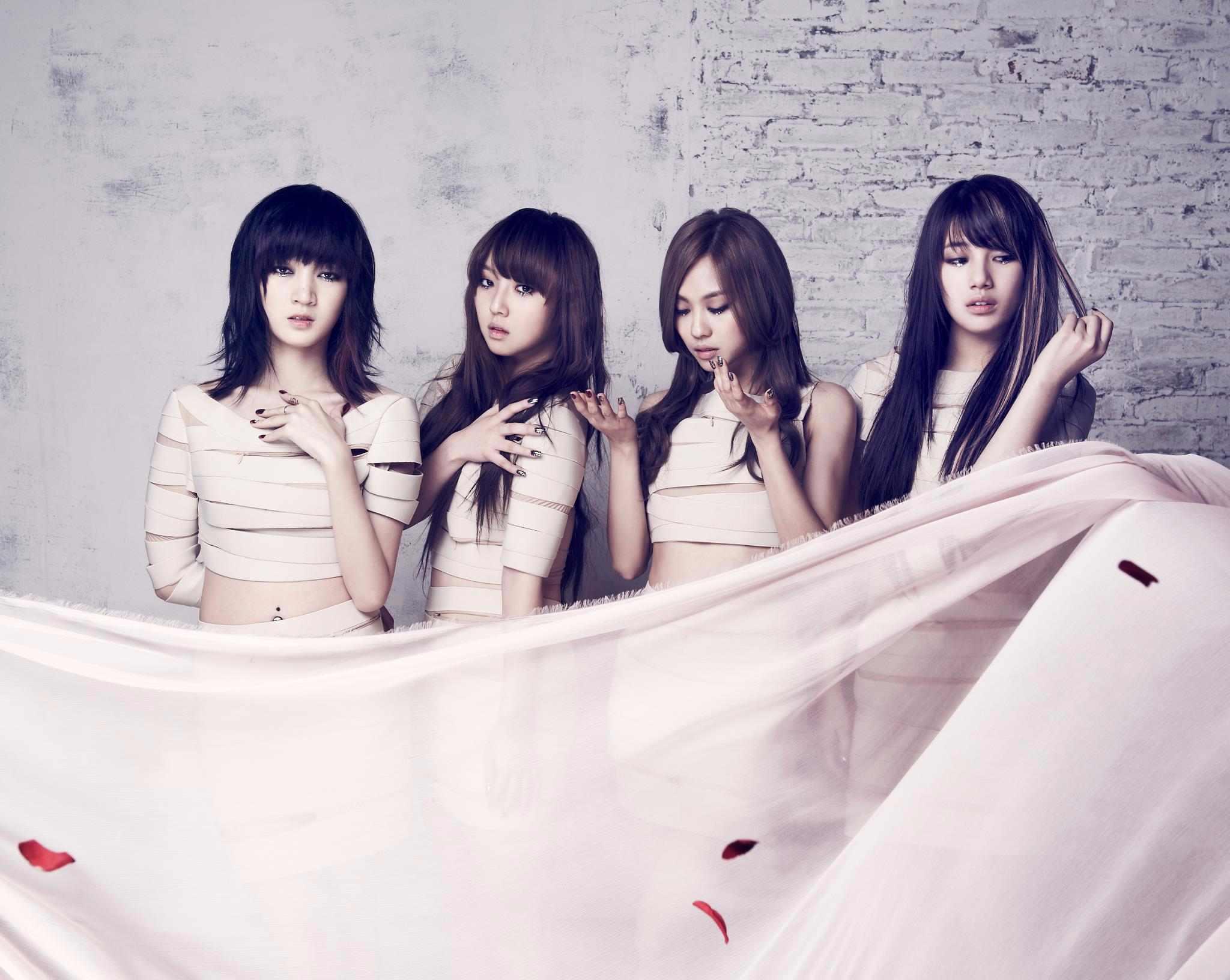 而missA的團體專輯幾乎是兩年前的事了...再加上團員Jia的離團,Fei的個人專輯表現不夠理想,Min現在很少在螢光幕上露臉,也讓部分的「say A」默默地做好心理準備了..