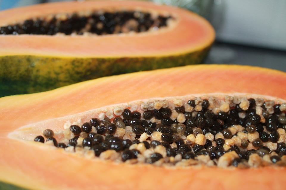 ➤ 木瓜 屬於感光類食物,會使皮膚容易受到紫外線傷害而變黑或長斑。