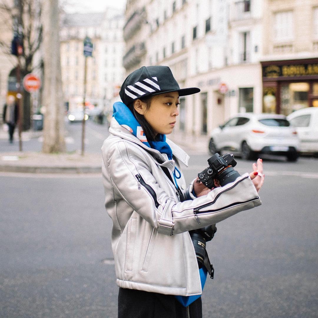 Christina Paik 是一位韓裔美女,目前居住在紐約常常往返巴黎和紐約兩地工作,從小熱衷玩滑板,卻在一次受傷中不得不放棄這個興趣,轉而研究攝影