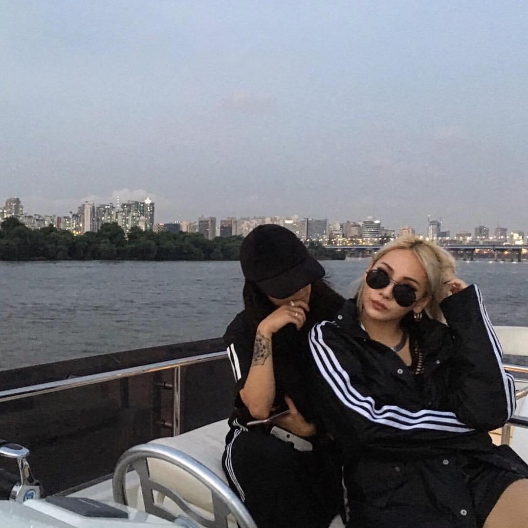 Christina Paik拍最多的藝人應該是水原希子和CL了吧,她們私底下也都是好朋友哦,兩位果然是好朋友,散發出來的氣場都很強大!!!