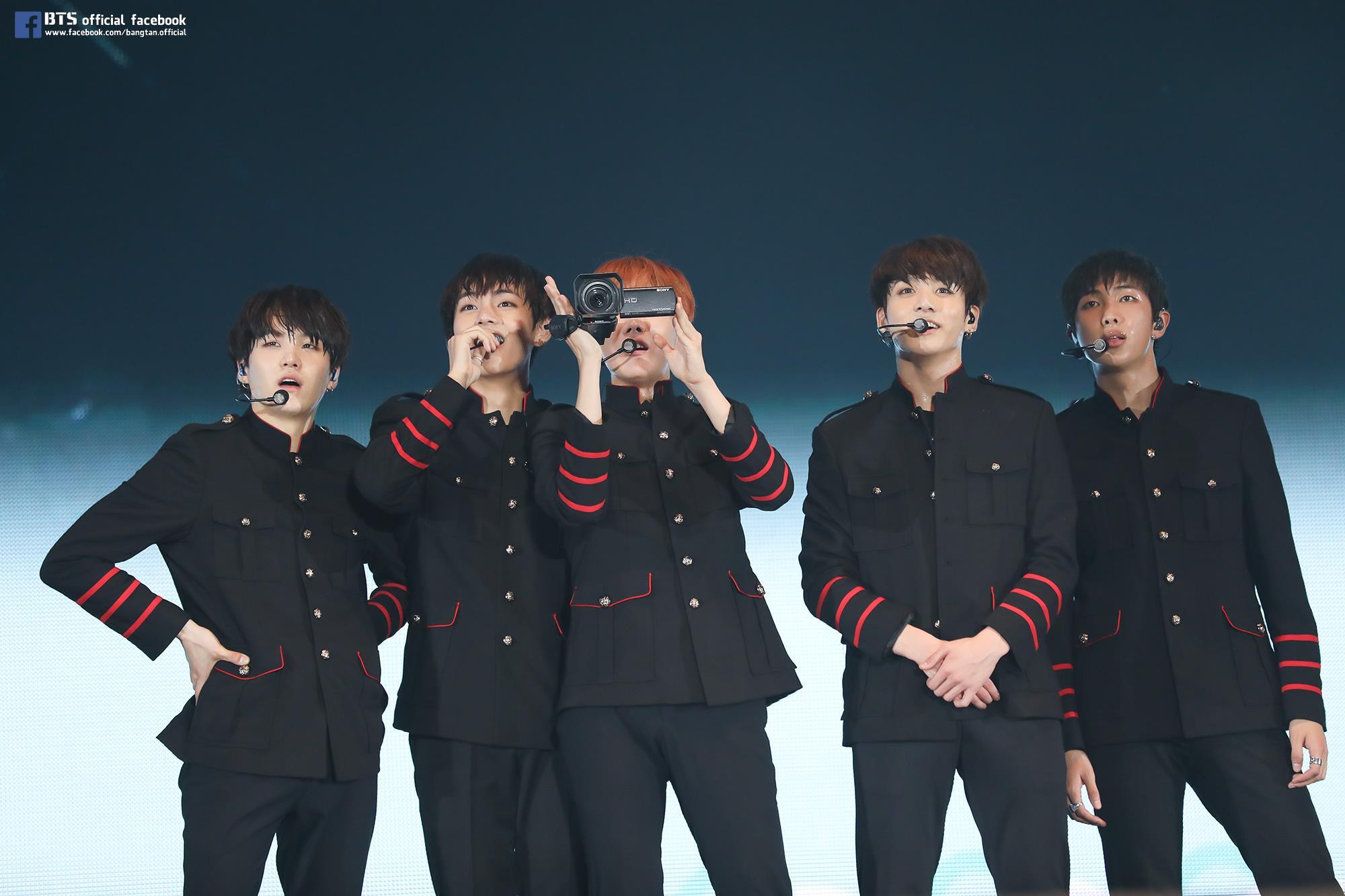 防彈少年團 而在EXO 之後,則是這兩年真的人氣大爆增的防彈少年團。而且不得不說成員的嗓音和曲風似乎意外適合日文版本欸!