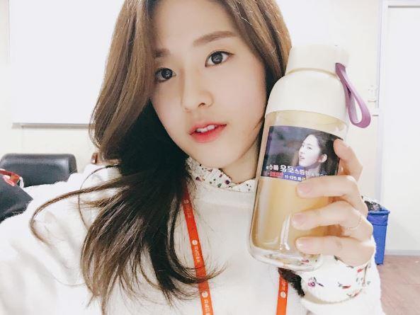 而且其實韓國的演藝圈競爭競烈,似乎新生代的女演員都要有兩把刷子才行!先前演出《青春時代》而大紅,被說氣質清新的演員朴慧秀不僅是韓國名門大學高麗大學國文系的學生