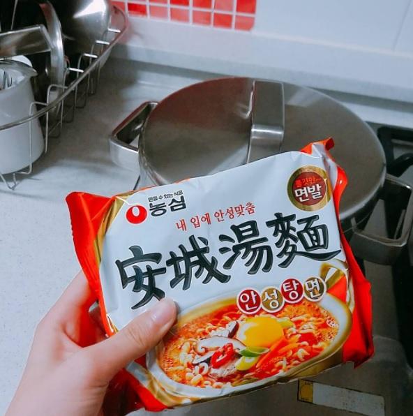 #安城拉麵 安城湯麵湯頭非常溫和,不會有種油味的感覺,辛香料也不會過重,吃下去絕對會把整碗湯也都喝光光啦!