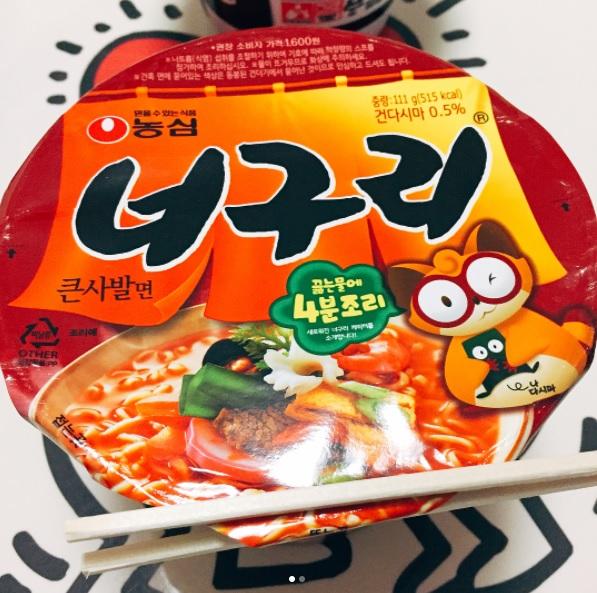 #農心浣熊海鮮拉麵 浣熊拉麵有分海鮮拉麵和炸醬麵,雖然台灣人比較了解的是炸醬麵,但是對韓國人來說,這款海鮮拉麵可是大勝炸醬麵喔!下次去韓國不仿試試看海鮮口味的吧!