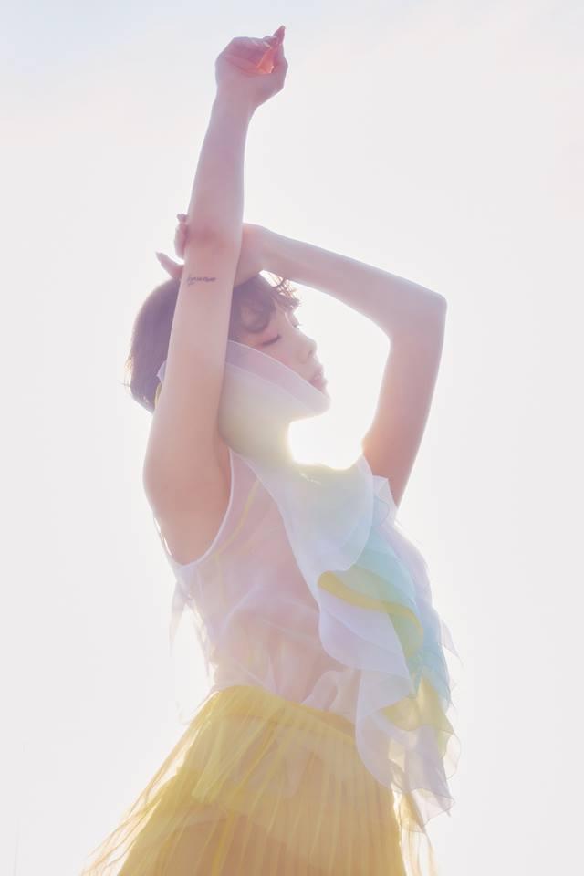 想必不少粉絲都知道太妍會將對自己有意義的文字變成紋身,像是太妍發行新專輯《My Voice》和《I》時,都曾在手上的「F」或是「I」的符號,手臂的刺青更是有象徵「泰然自若」太妍名字發音相同文字圖樣,