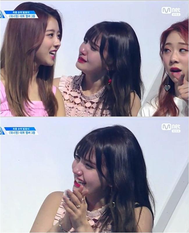 而同樣在眼淚中見證的友情,還有JYP旗下偶像Somi。當天以師姐I.O.I 身份到場為所有的參賽者應援,但在宣佈最終11年名單時,Somi卻哭得比參賽者更激動。