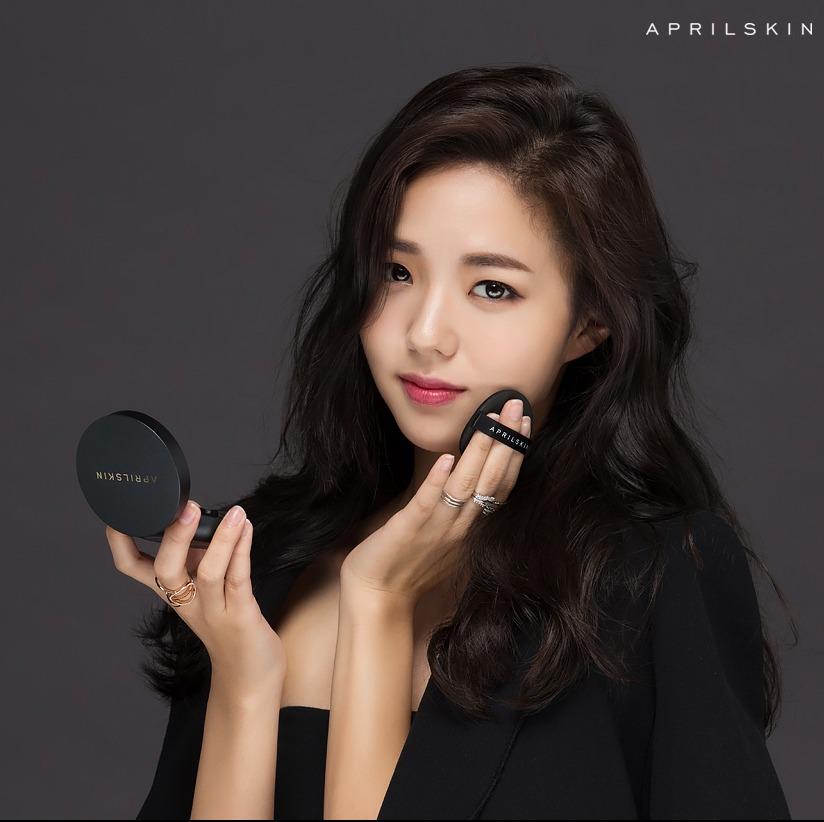 說到現在的大勢妝容一定就是走韓系路線,每次看韓劇女主角們光澤無暇的美肌都讓人羨慕不已~所以擁有一顆好用的氣墊粉餅已經成為女孩們最注重的事了!