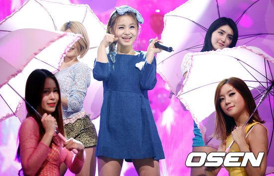 同是《K-Pop Star》選秀節目出生的李夏怡,在節目結束後立即與YG簽約並在同年2012年以單曲《1.2.3.4》正式出道。而《K-Pop Star 4 》的冠軍凱蒂·金(Katie Kim)則是在2015年與YG簽約後,至今仍未有公開的演藝活動。