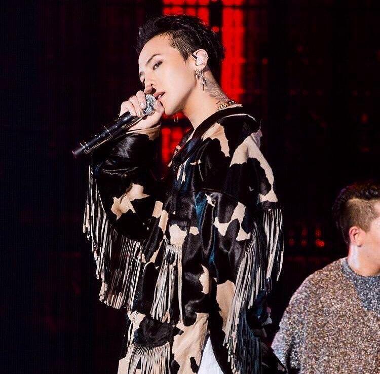 TOP1 BIGBANG G-Dragon IG粉絲人數:14,362,386 平均一天粉絲增加人數 :4,510 平均按讚人數:560,952 平均留言數:8,487
