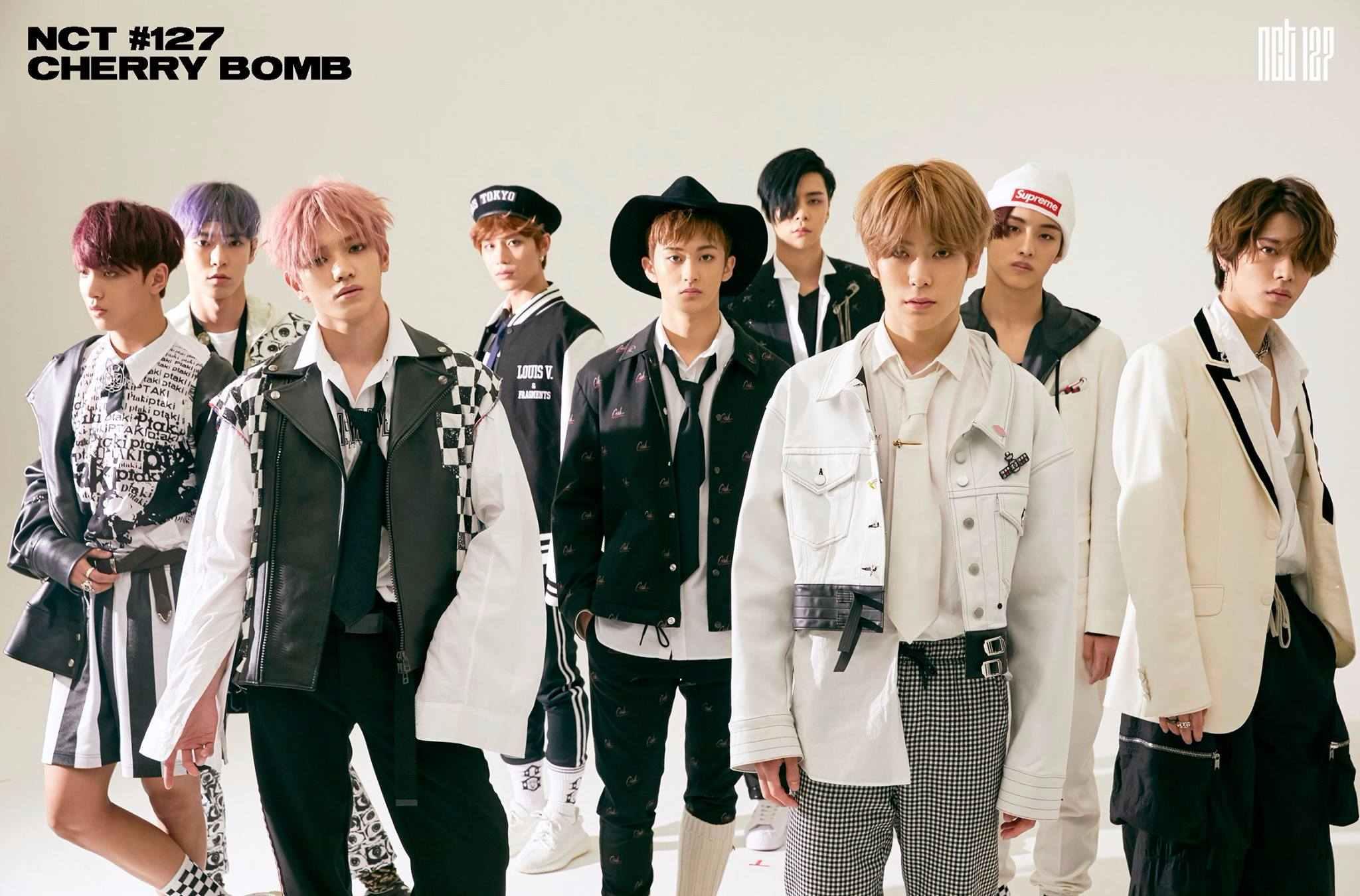 但不管SM給他們多麼不大眾性的歌曲,或是造型師每次都給他們穿多麼奇怪的衣服,NCT的成員總是盡力將歌曲、舞蹈都表現到最好,近日NCT127的成員在節目上就表示,為了準備新曲《Cherry bomb》的回歸,他們每天都練習12個小時以上! 真的能感受到他們像做到最好的心啊~