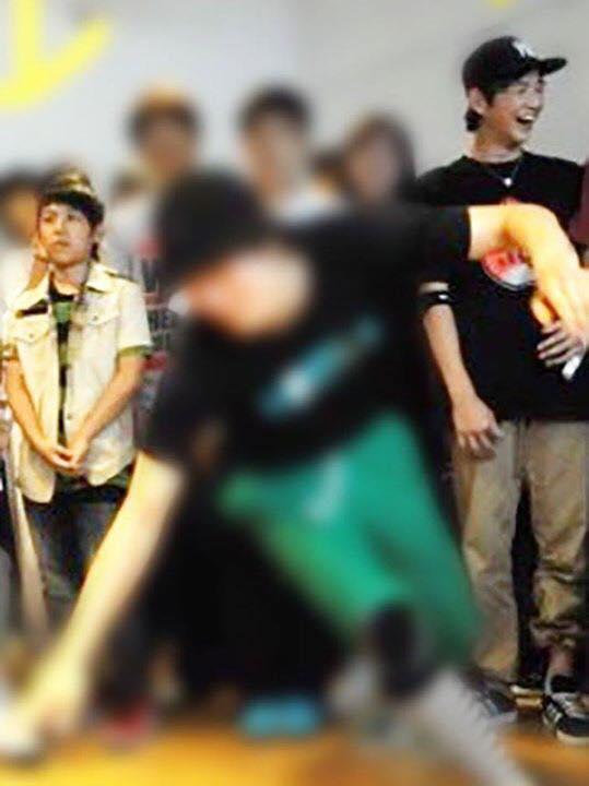 兩人除了都來自釜山以外還曾在2011年參加過同一場舞蹈大賽,雖然兩人當時年紀都還很小,但跳起舞來還是氣勢十足,兩人以前的模樣跟現在並沒有太大的差別@@
