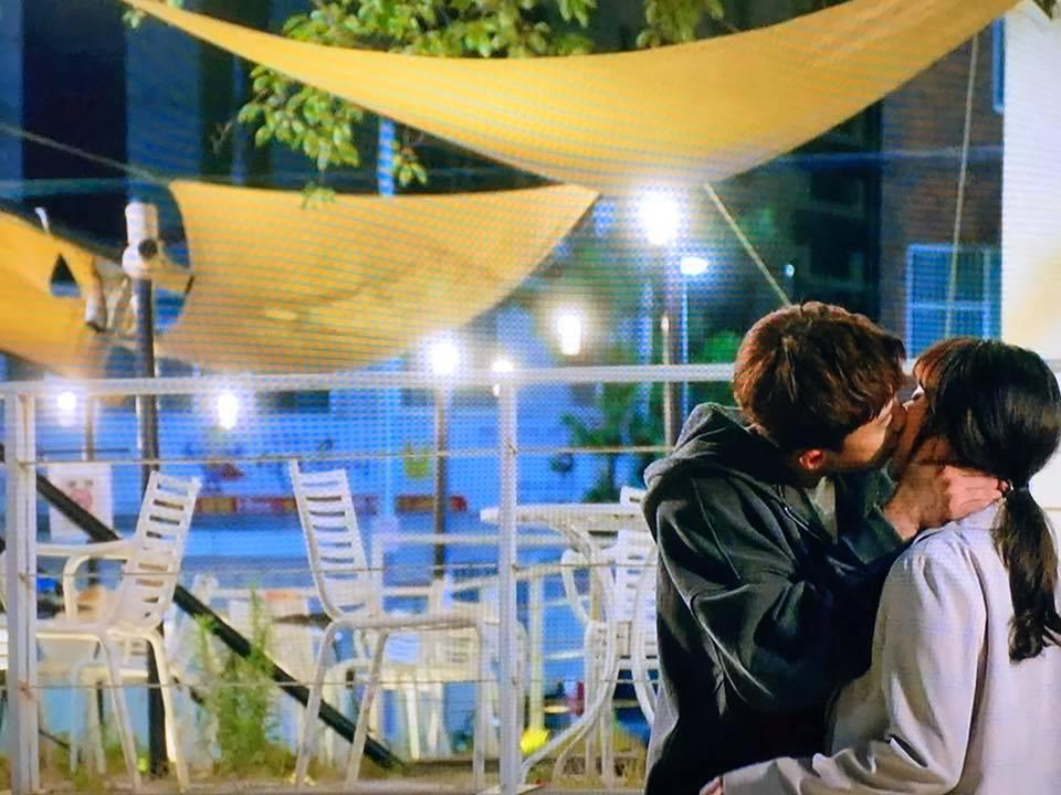 不過還好東萬確定自己對愛羅的心意後就把前女友推開奔向心愛的愛羅,接著東萬就覇氣的吻了愛羅再加上愛的大告白,想當然愛羅就點頭答應了,兩人終於在一起了❤
