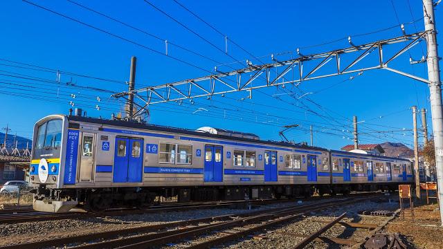 【富士急&京王&JR聯營巴士】 如果是不想轉乘的人,就很推薦以富士急&京王&JR聯營的高速巴士前往河口湖,班次選擇也較多,可以從新宿、澀谷、東京車站前往。  【JR直達系列: Holiday 快速富士山、快速 山梨富士、快速富士山】 另外JR除了成田機場出發河口湖的N'EX直達列車,也有推出從市區前往河口湖的直達列車。
