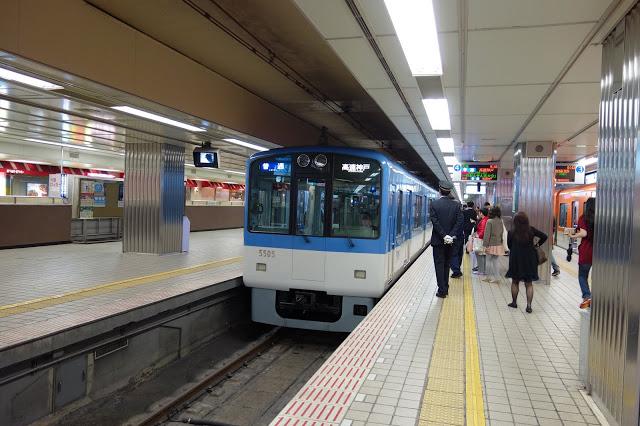 # 阪神電鐵  從「大阪難波站」、「梅田站」前往「神戶三宮」或是「姬路」,如果在你的大阪行程中有安排前往神戶地區,就可以考慮搭乘阪神電鐵,並配合「阪神全線乘車券」,或是你計畫前往神戶地區,剛好結束旅程時也打算從難波搭乘南海電鐵回關西機場,那麼也可以考慮「KANKU ACCESS TICKET (Hanshin Line version)」套票。