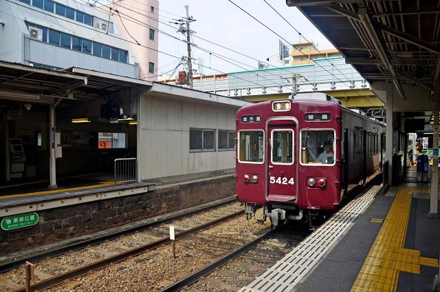 #阪急電鐵  阪急電鐵可以通往京都、神戶地區,如果想要一天之內玩阪急沿線,可以選擇購買「阪急全線乘車券」。阪急電鐵也有與利木津巴士合作推出「機場巴士+阪急全線」的優惠套票。