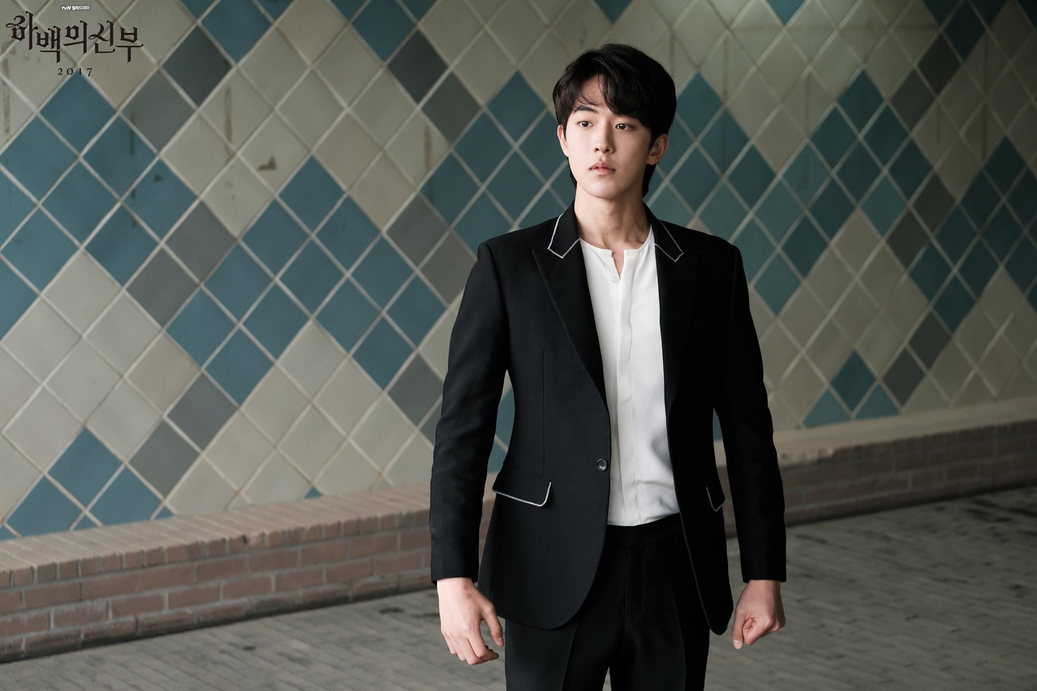 喜歡看劇的粉絲們~~~~距離tvN新劇《河伯的新娘2017》首播僅剩14天!最近官方也陸續釋出預告影片跟劇照,前陣子也公開五位主要角色的單人海報啦!