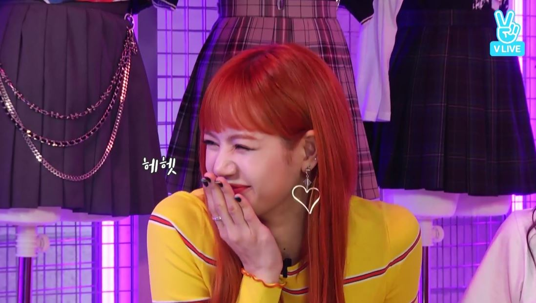 說完立刻露出倉鼠般的笑容XDDDD 真的太可愛了啦~~~之後又補上說自己是開玩笑的,如果自己是男生的話會跟Jennie在一起。