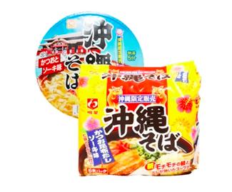6. 沖繩泡麵 來到了沖繩就是各種限定版本,就連泡麵都要來個沖繩限定口味!據說沖繩限定的泡麵口味是有著很道地的日本味道,而且小小的包裝,拿來當宵夜也很合適!