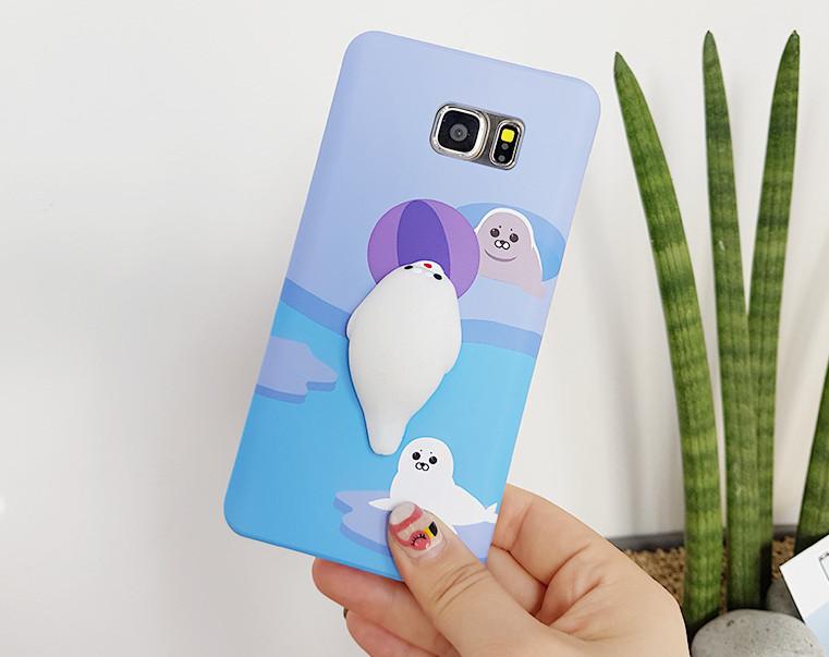 鏘鏘~~就是由韓國手機殼設計品牌sosocase 推出的這款小動物主題的手機殼, 韓妞都在集體瘋搶。