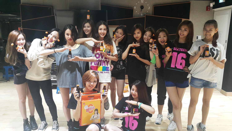 網友發現有兩名來自JYP旗下的練習生,分別為Jiwon和Natty這兩名練習生先前有參加過選秀節目《SIXTEEN》但很可惜的被淘汰了,粉絲們當時都有收看《SIXTEEN》嗎...?