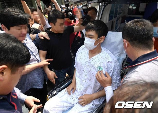 而事件主角T.O.P在使用過量的鎮定劑昏迷就醫後,今天首度公開現身接受法院裁判。