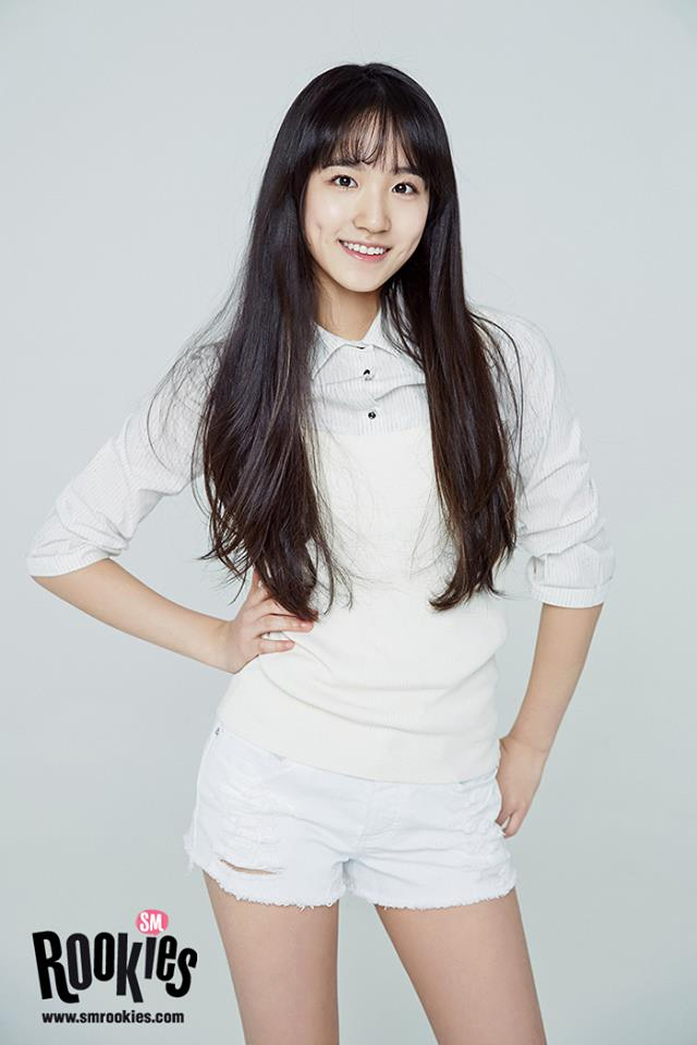 而她就是SM ROOKIES中英國籍的練習生惠仁!(定位是主唱) 雖然是02年出生現在只有15歲的女孩,但是不少網友都說惠仁看起來很成熟,據傳是海外韓僑~ 因為對韓語不是這麼熟練,再加上有些天然呆的萌萌感,不少粉絲都說讓人想起剛出道時的帕妮。