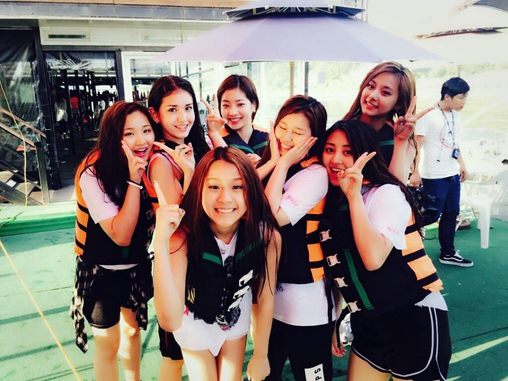 像是來自JYP旗下的練習生分別為Jiwon和Natty這兩名練習生,兩人之前就有參加過選秀節目《SIXTEEN》但很可惜的沒被選上,她們兩人目前也都離開JYP了,是以個人練習生的身分參加此節目的...