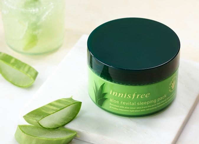 第一款就是innisfree的蘆薈新活晚安凍膜,全都是由天然蘆薈萃取,可以幫助舒暖肌膚。