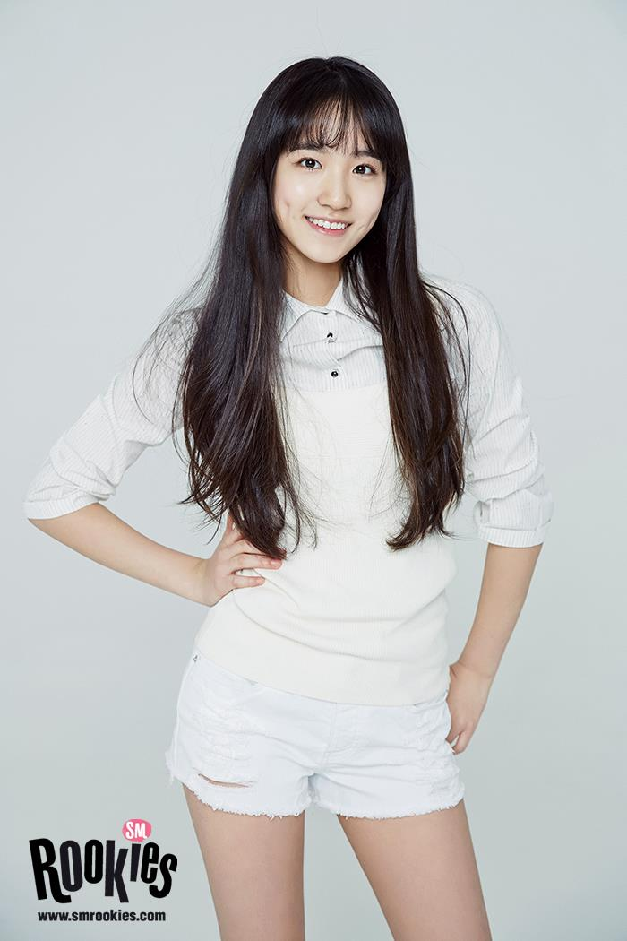 節目開播以前,讓我們來了解一下曾經是SM練習生的Herin吧!2002年出生現在只有15歲的女孩,但是不少網友都說Herin看起來很成熟,因為對韓語不是這麼熟練,再加上有些天然呆的萌萌感,不少粉絲都說讓人想起剛出道時的帕妮。