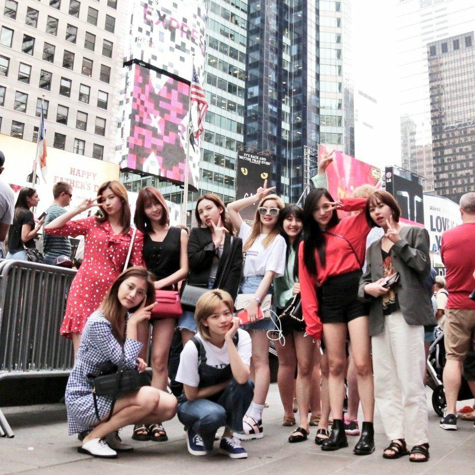 前陣子更受邀出席紐約KCON舞台,也見證了TWICE在全世界的旋風魅力
