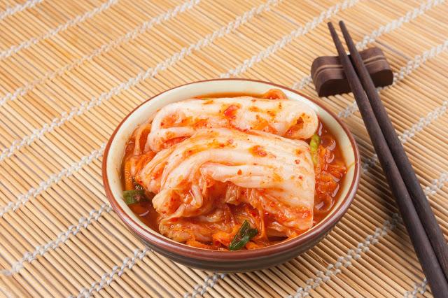 第三站:製作泡菜體驗+體驗韓服  韓國最具代表的食物非泡菜莫屬~想學如何製作美味營養的泡菜嗎?跟著泡菜專家一起體驗製作泡菜的樂趣。除了學習做泡菜以外,還可以選擇學習做辣炒年糕,一次體驗兩種代表韓國的道地美食唷!