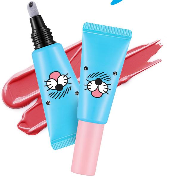 韓國的聯名美妝一直出,出不完。 可愛又夢幻,再加上是限定版, 真的是讓女孩們心甘情願的燒光荷包啊! A'PIEU的這款聯名唇釉先是包裝就特別適合夏天啊~~ 藍色的包裝看起來就非常清爽。