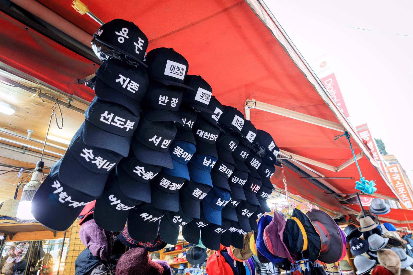 第四站:南浦洞 남포역  南浦洞之於釜山,就如同明洞之於首爾。以光復路為主軸,鄰近一帶充斥著各式各樣的流行購物商品,無論是在地韓國人或是外地觀光客,若是想要替自己治裝點的什麼,第一個想到的絕對就是它了。