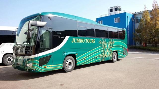 Day 3:參加一日遊前往沖繩北、中部地區 or 土日祝公車一日券  第三天可以選擇參加一日遊的行程(基本上可以省去交通的時間),前往北部地區的古宇利島、美麗海水族館,以及中部地區的萬座毛和御菓子御殿,小編自己是參加Hip-Hop觀光巴士一日遊,是一個可以參觀自然美景、買買伴手禮,又不會太累的行程,對於討厭跟團的人來說,自助+一日遊的行程在沖繩更適合!