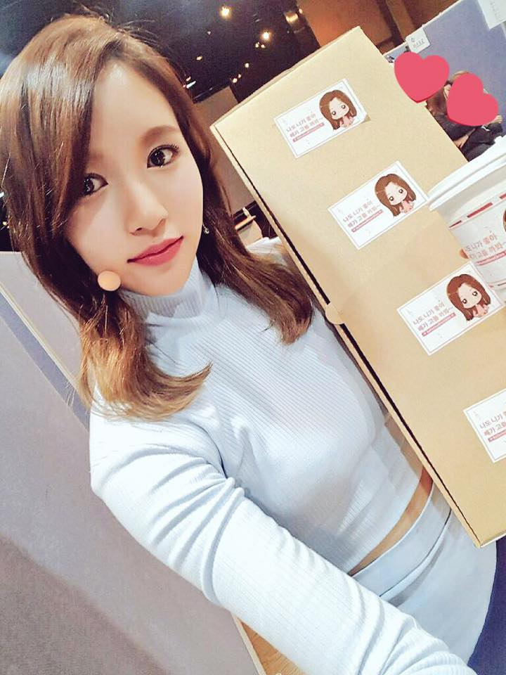 而回到了三名日本成員的故鄉,當然少不來的就是日語教學時間啦!先前成員Mina 就曾被問過「最想教成員們什麼日文?」,不過Mina的回答平淡之中卻被粉絲說有洋蔥。因為Mina最想教成員們的是「我回來了」和「啊,你回來了啊~快進來」,也希望成員們能快快學起來回應她。