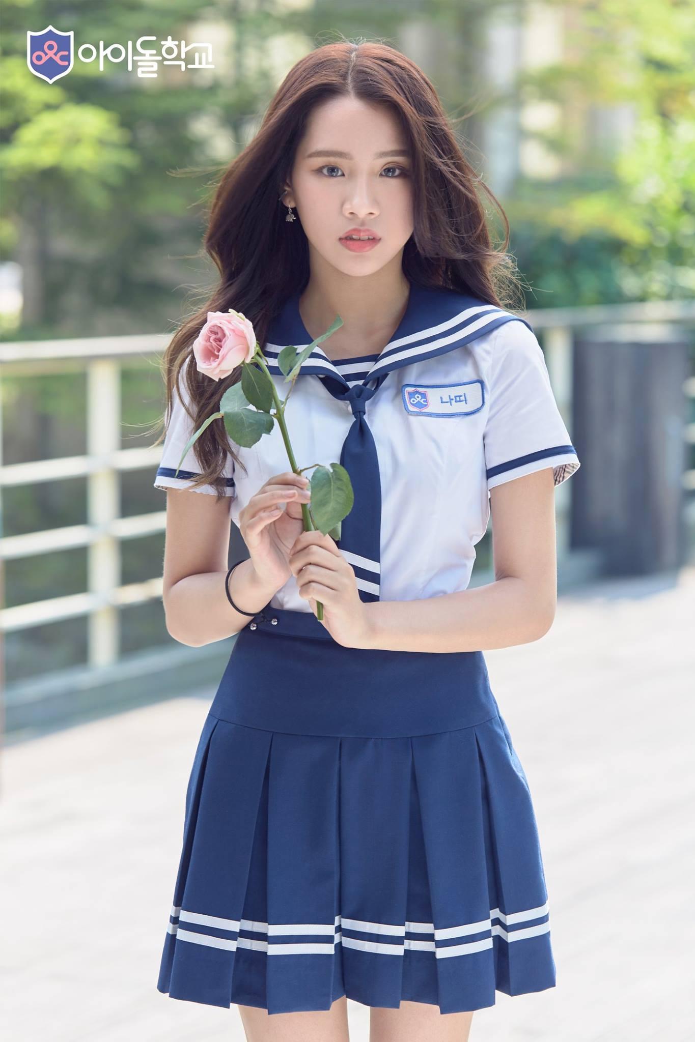 來自泰國的Natty,先前在JYP選秀節目《Sixteen》中有亮眼表現,這次出現在《偶像學校》中「女大十八變」,和《Sixteen》相比確實外貌成熟了許多。昨天播出的節目中,不少學生看到她的出現都驚訝「 Natty竟然離開JYP了?」