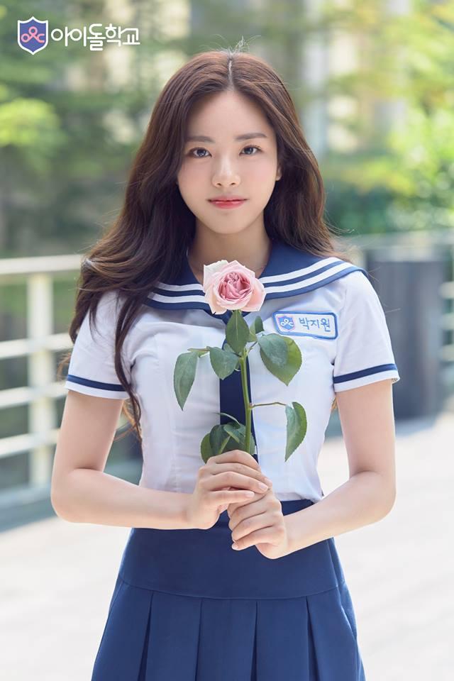 像是有幾位參賽者在參賽前就小有知名度了,例如朴智媛之前就曾參加過《SIXTEEN》,很可惜的沒被選上最終成員出道,最後也離開JYP娛樂公司,現在再次挑戰選秀節目粉絲們也都非常看好她~
