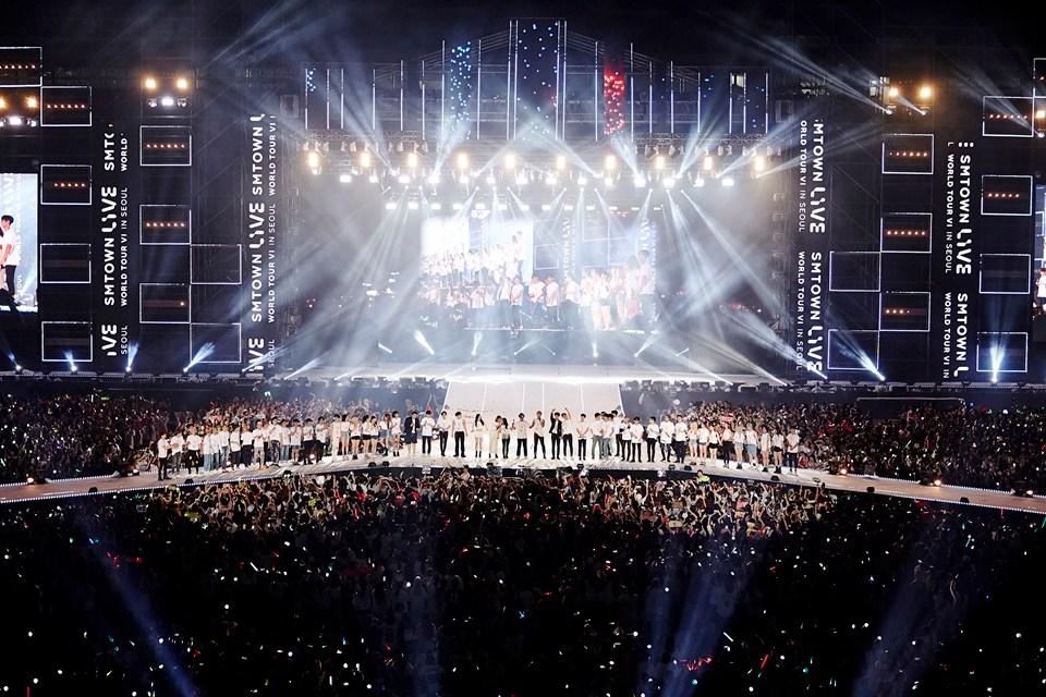 日前SM娛樂家族才在首爾開完演唱會,希望也能再來台灣開一次家族演唱會(祈禱)